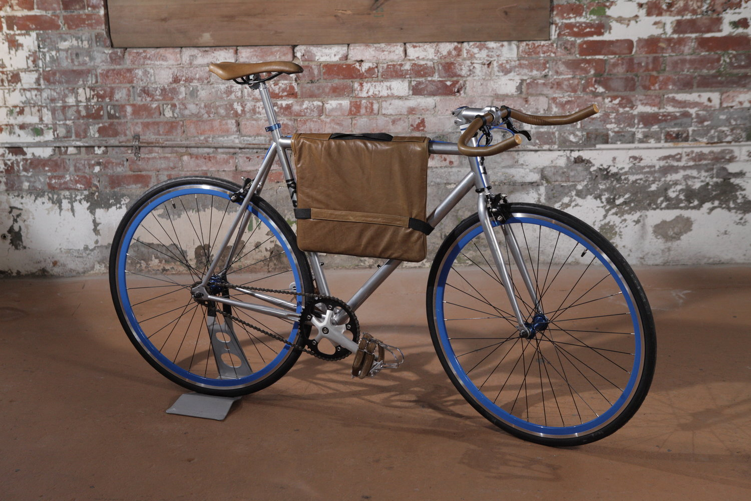 The Garrison model, shown with matching leather frame bag.