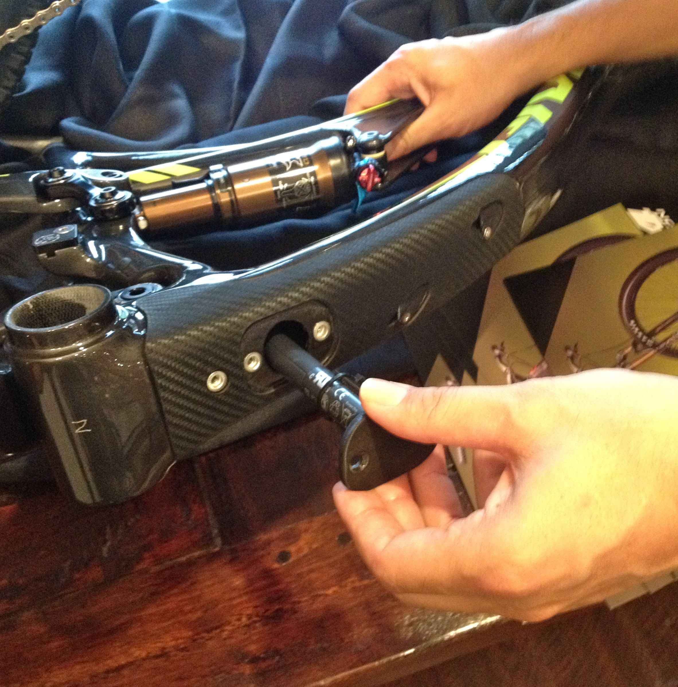 Pivot's Chris Cocalis demonstrates how to stow the Di2 battery inside the Mach 4's via the frame's downtube port.