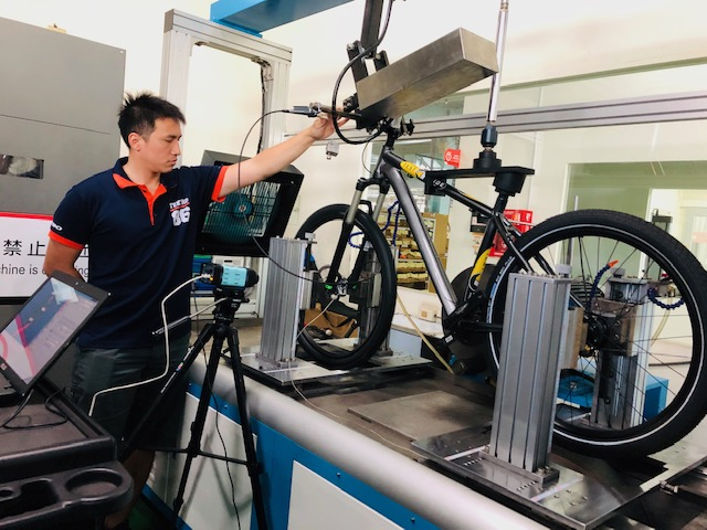 A Tektro hydraulic brake system is tested.