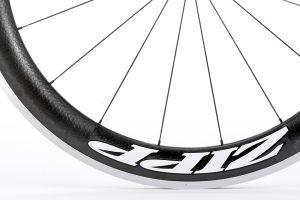 The 60 clincher rim borrows technology from the 404.