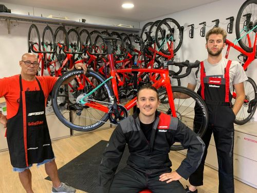 BH Burgos mechanics pose in the new outfits.