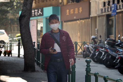 Unsplash photo of man in Macau, China, in face mask during the coronavirus outbreak.