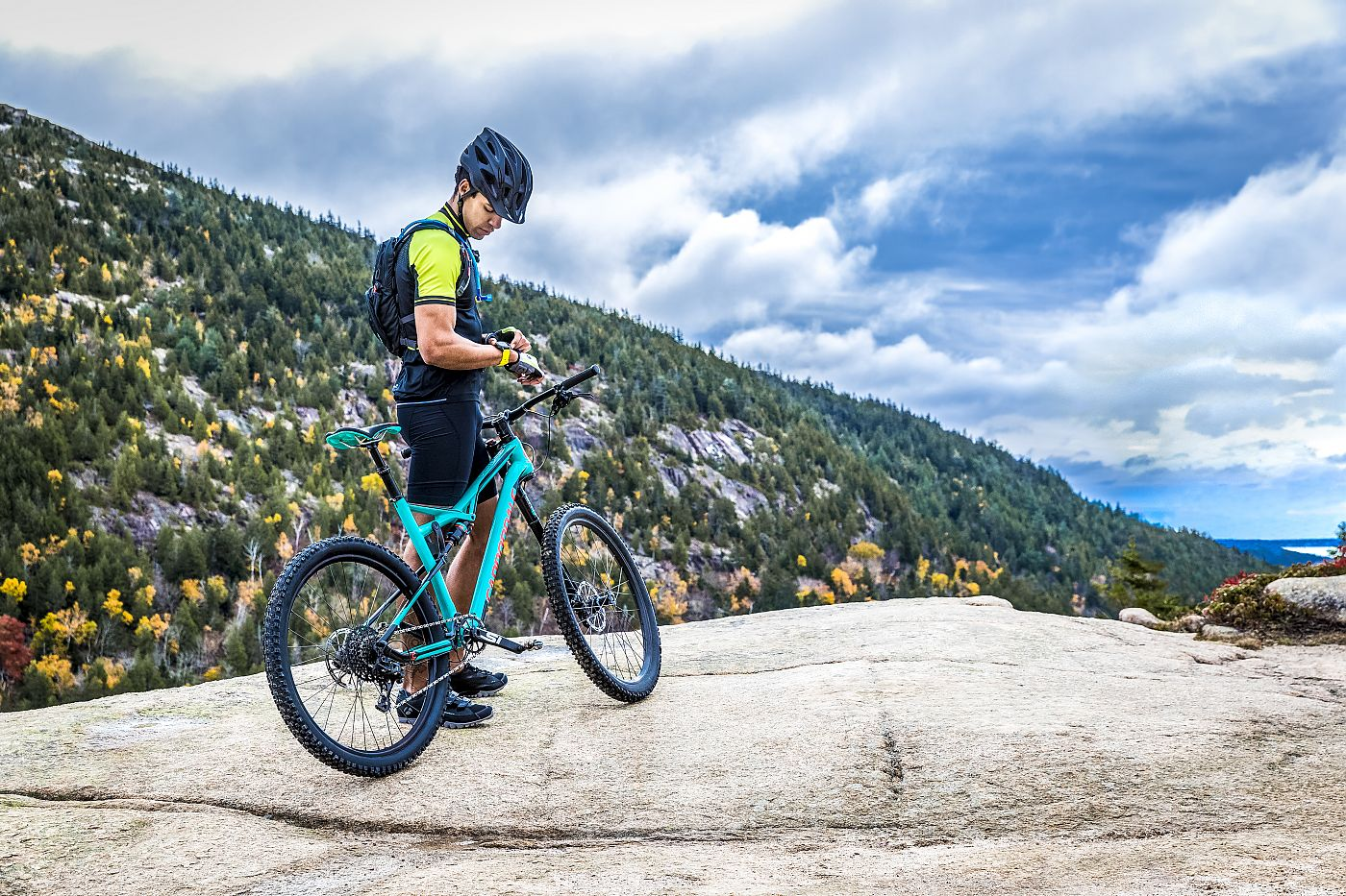 http://www.bicycleretailer.com/sites/default/files/styles/colorbox_popup/public/images/article/fenix%205%20Lifestyle_4.jpg