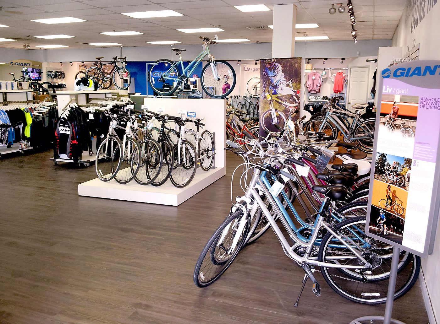giant store near montr al turns 25 debuts remodel bicycle retailer and industry news. Black Bedroom Furniture Sets. Home Design Ideas