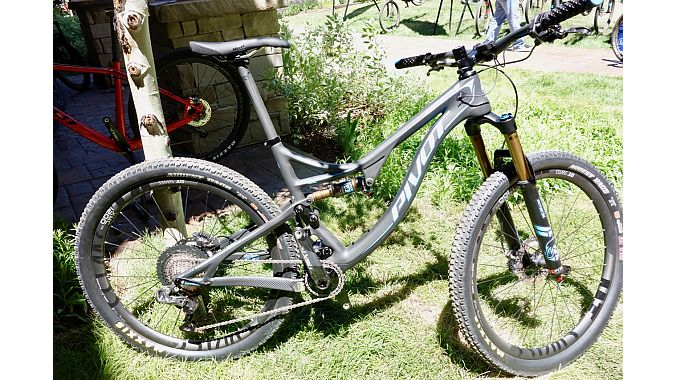 The new Pivot Mach 4 Carbon comes in Trail (pictured) or XC builds.