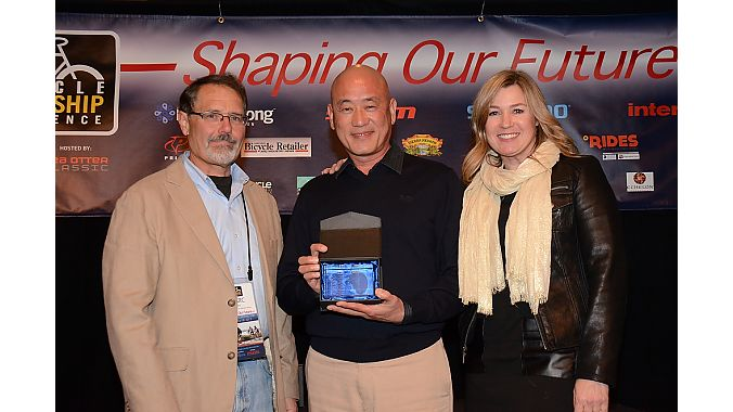 BRAIN publisher Marc Sani presents the international supplier of the year award to Giant Global's Tony Lo. Giant USA general manager Elysa Walk introduced Lo.