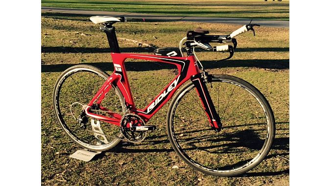 The 2016 Dean tri/TT bike carries over much of the technology from Ridley's higher-priced Dean Fast model.