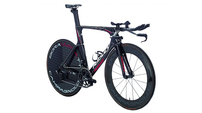 The Ridley Dean Fast is the brand's newest time trial bike, ridden by Team Lotto–Belisol in the Tour de France. The Dean Fast includes an integrated brake, full internal cable routing, a new stem adjustment system and a newly shaped F-Split fork.