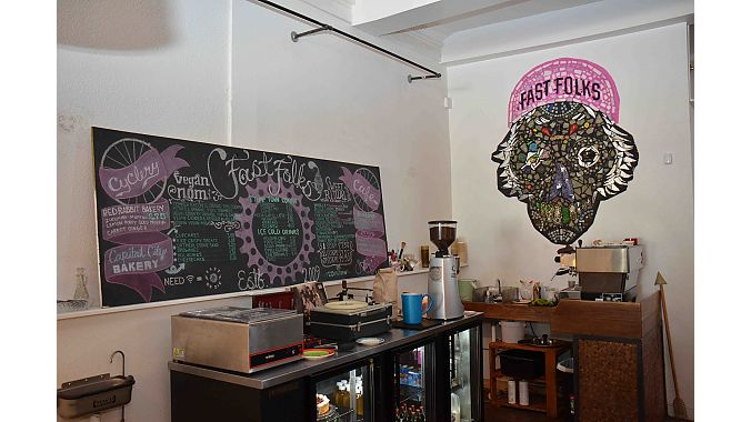 Fast Folks' café serves coffee and mostly vegetarian and vegan fare—including vegan ice cream. It has also has décor created by local artists, whose work can be found throughout the shop.