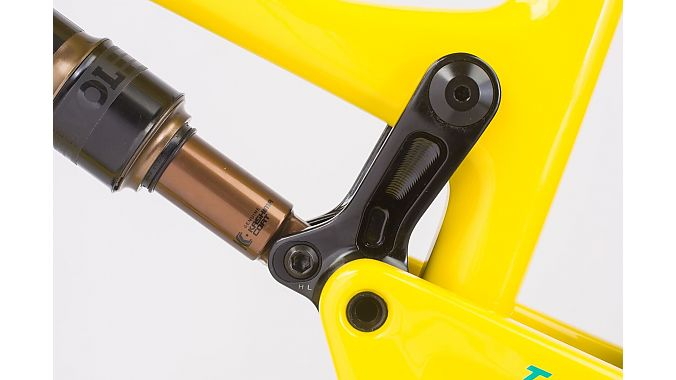 Flipchip allows the Tallboy to go from 29er to 27-plus.