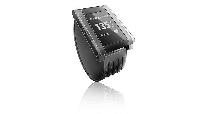 Holux's 8100 fitness watch.