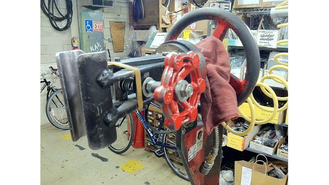 Missing Link's vintage Desimore repair stand.