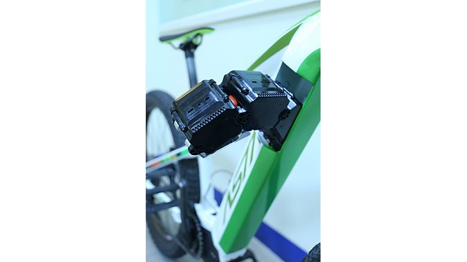 The Snake Pack System allows battery cells to slither into a small opening in the downtube. Photo: Astro.