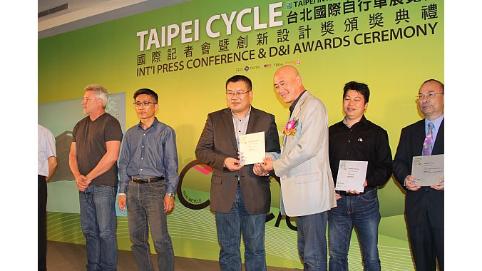 Taiwan Bicycle Exporters Association chairman Tony Lo hands out Design and Innovation awards following the pre-show press conference. In its second year, the D&I Awards recognized 44 products out of 184 submissions.