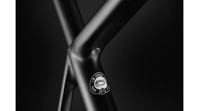 The Urgestalt is UCI approved and features a cammed seatpost clamp system accessed under the top tube. Lightweight photo.