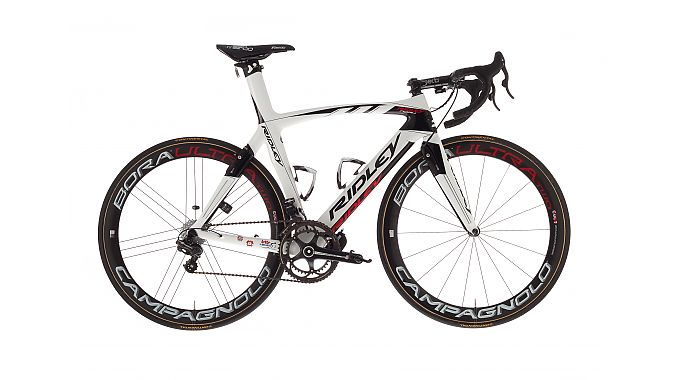 The Ridley Noah Fast is the latest version of the brand's aero road bike, which features integrated front and rear brakes. The brake arms are actually integrated pieces of the seatstays and fork blades.