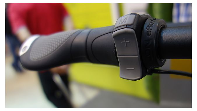 The system's handlebar control is integrated into a special grip from Ergon.