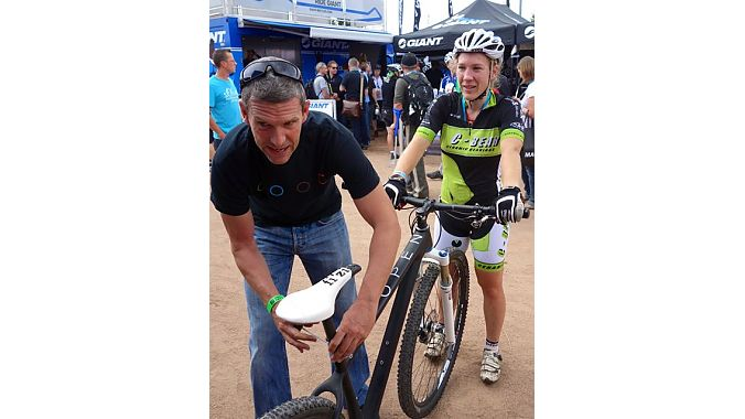 Kessler sets up a test ride for a Dutch journalist. BRAIN photo.