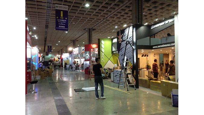 Exhibitors set up Tuesday at Nangang Exhibition Hall.