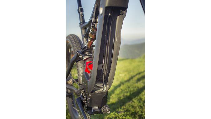 "Specialized engineers wanted to have a fully integrated frame battery that could be easily removed but was ""rattle free"" on the trail. The battery secures onto the frame with one bolt."