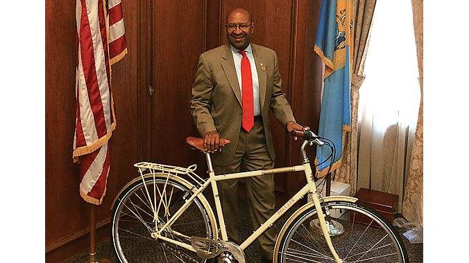 Mayor Nutter with the bike.