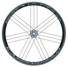 The Bora Ultra 35 gets a wider rim, improved braking surface and lighter graphics.