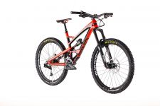 YT Industries' Capra CF Comp 2 enduro model