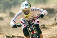 Greg Minnaar in the new Oakley Airbrake MX