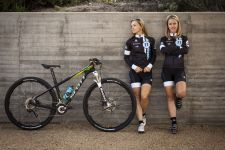 Judy Freeman and Chloe Woodruff of the crankbrothers Race Club